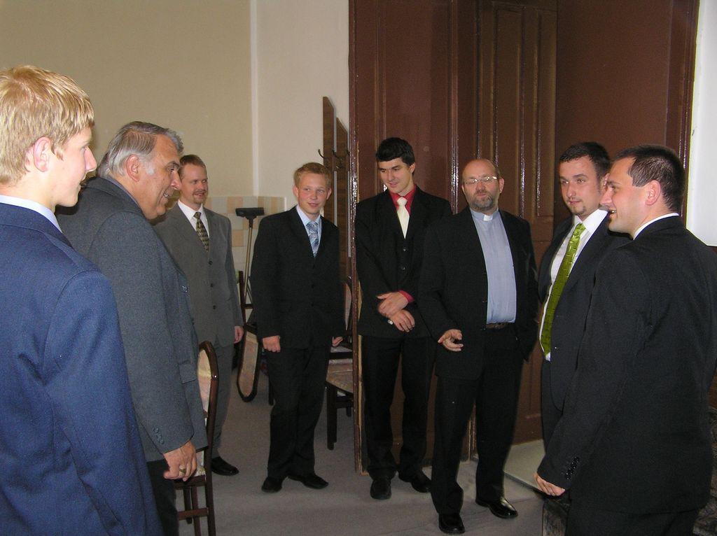 Hradečtí konvikťáci s biskupem Kajnekem